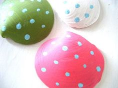 painted seashells - Cute idea for Easter.