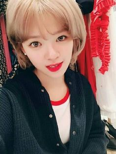 Twice-Jeongyeon 170914 TWICETAGRAM Suwon, Nayeon, Kpop Girl Groups, Kpop Girls, Twice Jungyeon, Going Blonde, Japanese Names, Dahyun, Korean Actresses