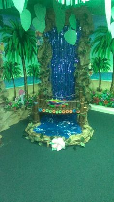 VBS Safari Jungle bridge with river under. Cardboard wood planks, paper vines and cardboard cut out tiger and zebra. Jungle Room, Jungle Party, Jungle Safari, Jungle Theme, Vbs Themes, Classroom Themes, Atelier Creation, Jungle Decorations, Waterfall Features