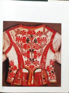 Hungarian Embroidery, Folk Embroidery, Embroidery Patterns, Floral Embroidery, Folk Dance, Leather Art, Folk Costume, Chain Stitch, Shawls And Wraps