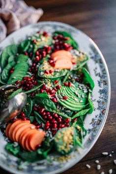 Add Nutrition To Your Diet With These Helpful Tips. Nutrition is full of many different types of foods, diets, supplements and Healthy Snacks, Healthy Eating, Healthy Recipes, Stay Healthy, Healthy Brunch, Eating Raw, Happy Healthy, Free Recipes, Salad Recipes