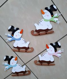 Diy Christmas Crafts To Sell, Crochet Christmas Ornaments, Winter Crafts For Kids, Outdoor Christmas Tree Decorations, Christmas Yard Art, Christmas Mood, Bus Crafts, Snowman Crafts, Paper Crafting