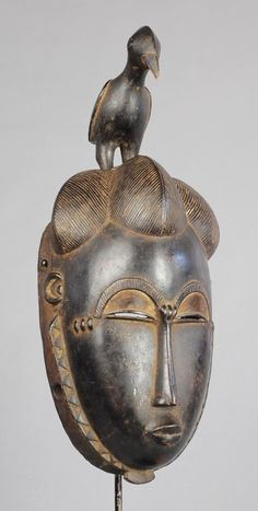 Superbe masque à l'oiseau YOHOURE YAOURE mask MC0789 Beautiful anthropo-zoomorphic mask YOHOURE. YAOURE This delicate mask combines power and serenity. Ivory Coast - 12 1/2 inches high Masque anthropo-zoomorphe YOHOURE. YAOURE Côte d'Ivoire - 32 cm Ce masque tout en délicatesse exprime puissance et sérénité. Afrique Art, Art Tribal, Statues, Art Premier, African Nations, Masks Art, African Masks, Ivory Coast, Art Gallery