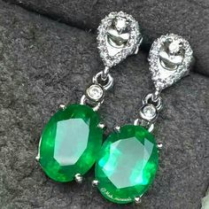 Repost @mak_minerals The natural emerald 18k gold with natural diamond earrings, Colour and luster is rich! Crystal transparent!  Emeralds weight: 3 carats Ring Size: 8.2 * 6.2 mm Total weight: 2.32 grams
