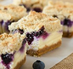 blueberry-crumble-cheesecake-bars