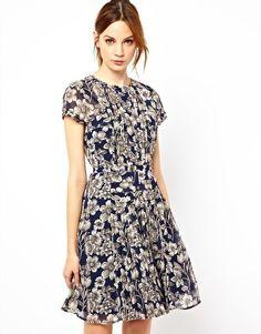 Warehouse – Geblümtes Kleid mit plissiertem Oberteil