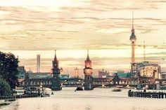 Berlin, Friedrichshain-Kreuzberg                   Må se denne broa når vi besøker Berlin