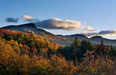 Autumn daybreak on the Kancamagus Scenic Highway in the White Mountains National Forest in Carroll County, New Hampshire (© Daniel Dempster Photography/Alamy)