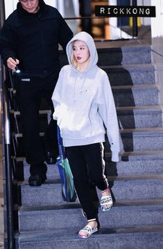 Airport Style, Airport Fashion, Wendy Red Velvet, Kang Seulgi, Red Velvet Seulgi, Velvet Fashion, All About Fashion, South Korean Girls, Kpop Girls