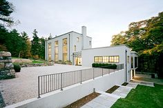 House in Connecticut Blending Tradition and Contemporary Design - http://freshome.com/2011/10/04/house-in-connecticut-blending-tradition-and-contemporary-design/