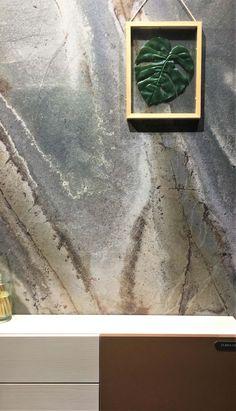 Painel de MDF marmorizado da Linha Magma da Guararapes, lançamento da Exporevestir 2019. Foto: Arquiteca Projetos.