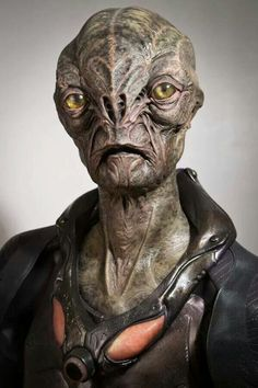"The alien character Cochise created by MastersFX for ""Falling Skies"" Aliens And Ufos, Ancient Aliens, Alien Creatures, Fantasy Creatures, Alien Character, Character Art, Science Fiction, Falling Skies, Alien Concept Art"