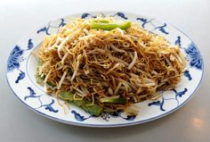 Chef Michael Williams says: A good chow mein is very simple to make,given the basic sauce. Take-out versions mostly consistof noodles with very few vegetables.