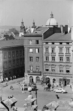 Rynek Główny - kamienice nr 31-32, wylot ul. Szewskiej 2. połowa lat 50. XX w.