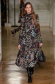 Valentino Autumn/Winter 2017 Ready to Wear Collection | British Vogue