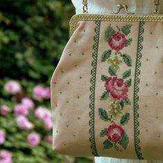 handbag cross stitch roses in pink. No pattern. Cross Stitch Rose, Cross Stitch Flowers, Cross Stitch Charts, Cross Stitch Designs, Cross Stitch Patterns, Cross Stitching, Cross Stitch Embroidery, Hand Embroidery, Diy Broderie