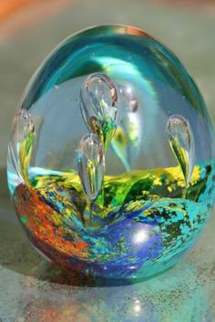 Bright Hand Made Vintage Art Glass Paperweight