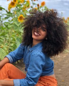 Beautiful curly hair ❤️ Carmen, with Controlled Chaos. Curly Hair Care, Curly Hair Styles, Natural Hair Styles, Big Hair, Your Hair, Colored Curly Hair, Natural Hair Inspiration, Trending Hairstyles, Gorgeous Hair