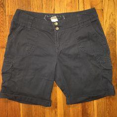 🍂SALE🍂Modern Bermuda Shorts Size 6 petite, in good condition. Sonoma Shorts Bermudas