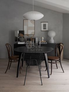 Best Minimalist Dining Room Design Ideas For Dinner With Your Family Trend Decoration and House RemodellingBest Minimalist Dining Room Design Ideas For Dinner With Your Best Minimalist Dining Ro Dining Room Lamps, Dining Room Lighting, Dining Room Design, Dining Room Furniture, Mid Century Modern Dining Room, Minimalist Dining Room, Modern Minimalist, Minimalist Design, Beautiful Dining Rooms