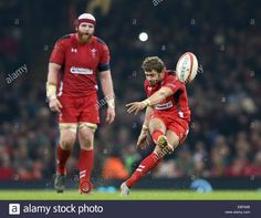 Download this stock image: Cardiff, UK. 29th Nov, 2014. Leigh Halfpenny of Wales kicks a penalty - Autumn Internationals - Wales vs South Africa - Millennium Stadium - Cardiff - Wales - 29th November 2014 - Picture Simon Bellis/Sportimage. Credit:  csm/Alamy Live News - EBF64B from Alamy's library of millions of high resolution stock photos, illustrations and vectors.