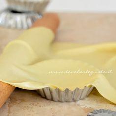 PASTA MATTA: Dose per 2 persona: 125 gr. farina - 2 cucchiaino olio - 1 pizzico sale - 60 gr. circa acqua frizzante. Preparare la pasta aggiungendo l'acqua frizzante poco per volta. Avvolgere nella pellicola e far riposare in frigorifero per un'ora e mezza. Stendere con uno spessore di 1 mm. PORZIONI WW: 5 carb. chiari - 2 grassi
