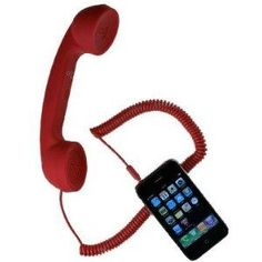 Assumez votre goût pour le vintage, et les annees 80 ! Il permet d'acceder aux fonctionnalites du telephone, pendant un appel.Le combine integre un systeme de reduction des bruits ambiants, et dispose d'un touche permettant le decrocher / raccrocher pour gerer vos appels, ainsi que d'un bouton de reglage du volume.La matiere du combine est tres agreable, et procure une excellente prise en main, en toucher soft, aspect mat, anti derapante.Compatible avec : iPhone, iPad, iTouch, et BlackBerry