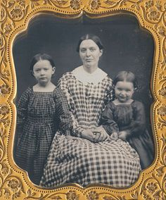 mothers posed her daughters for a 1850s sixth sized daguerreotype