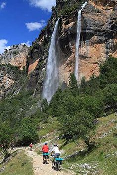 Traveling to Spain - nice image Places To Travel, Places To See, Wonderful Places, Beautiful Places, Country Scenes, Beautiful Sites, Beautiful Waterfalls, Andalusia, Spain Travel