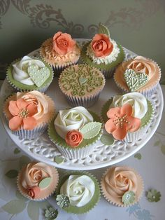 ♥ Sweet cupcakes decorated in ivory, peach & olive . Fondant Cupcakes, Cupcakes Cool, Cookies Cupcake, Green Cupcakes, Beautiful Cupcakes, Gorgeous Cakes, Wedding Cupcakes, Amazing Cakes, Floral Cupcakes