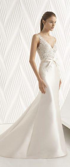 gefunden bei Happy Brautmoden Brautkleid elegant, elegantes Brautkleid, Rosa Clara, Spitze, Spitzenkleid, edel, elegant, fließend, Rückenausschnitt, Hochzeitskleid
