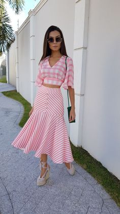 42 Bottom Outfits To Update You Wardrobe - Luxe Fashion New Trends Modest Fashion, Fashion Dresses, Maxi Dresses, Look Star, Trend Fashion, Frack, Elegant Outfit, Skirt Outfits, Traditional Outfits
