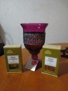 SY talvilomamiitti: Pinkihtävän violetti koristeellinen kippo/tuikkuastia <3 ja lisää mausteita jälleen, kardemummaa ja chiliä.