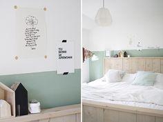 Decorar paredes con gotelé : via La Garbatella Cosy Bedroom, Room Decor Bedroom, Kids Bedroom, Master Bedroom, Casa Muji, Half Painted Walls, Muji Home, Room Wall Painting, Coastal Bedrooms