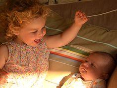 Jalousie de l'aîné à l'arrivée du bébé : une fatalité ?