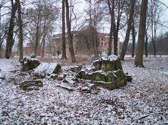 Pförten Brody, Schlosspark, Sarkophag Winter 2009