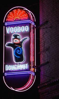 Neon Licht, Neon Moon, Vintage Neon Signs, Roadside Attractions, Roadside Signs, Neon Light Signs, Old Signs, Advertising Signs, Neon Lighting