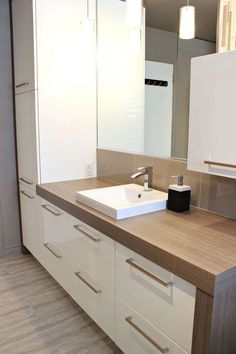 Square Bar Kitchen Cabinet Handles Pulls Brushed Nickel Finish - Count Tutorial and Ideas Kitchen Cupboard Handles, Kitchen Cupboards, Bar Kitchen, Square Kitchen, Bathroom Interior, Modern Bathroom, Bathroom Furniture, Armoire Design, Cabinet And Drawer Pulls