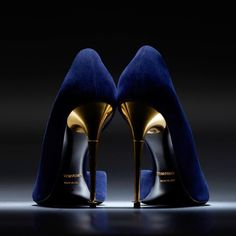 Tom Ford Blue Velvet and Gold Stilettos.Yes Maam Tom Ford, Fashion Mag, Fashion Shoes, Fashion Trends, Golden Shoes, Shoe Boots, Shoes Heels, Fab Shoes, Suede Pumps