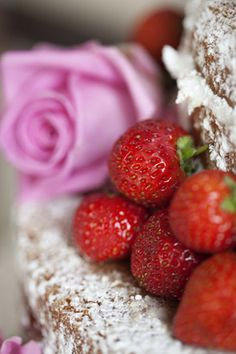 sponge cakes with summer fruits