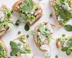 Mint + Spring Pea Crostini recipe #dishinupthedirt #tumbleweedfarm #summersnacks