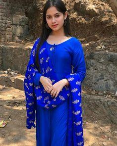 Girls Fashion Clothes, Girl Fashion, Fashion Dresses, Woman Clothing, Womens Fashion, Stylish Girl Images, Stylish Girl Pic, Salwar Designs, Blouse Designs