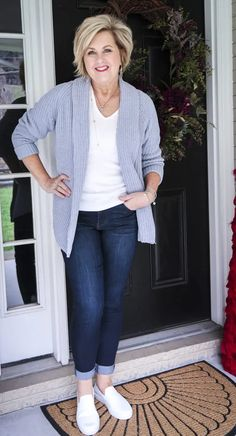 WHAT TO WEAR WHEN YOU STAY AT HOME - 50 IS NOT OLD Summer Outfits Women Over 40, Clothes For Women Over 50, Fashion For Women Over 40, Casual Summer Outfits, Spring Outfits, 40 Year Old Womens Fashion, Over 40 Outfits, Older Women Fashion, Summer Dresses