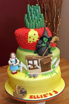 Fun4friends wizard of oz  Cup Cakes   Wizard of Oz Cake -Dorothy, Toto, Wicked Witch of the West, Cowardly ...
