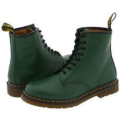 green doc martens - My daughter got these for her birthday. She and I wear the same size shoes now, hmmm. Want so so sooo much Dr Martins, Dr Martens 1460, Dr Martens Boots, Leather Booties, Ankle Booties, Green Leather, Lace Up Boots, Combat Boots, Shoe Boots