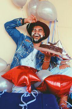 SMASH THE CAKE!  #mens #smashthecake #cake #happybirthday #cakephoto #bday #deleparaeles #modamasculina #mensblogger