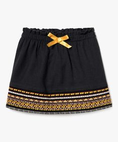 Une petite jupe d influence ethnique pour bébé fille. Un coloris facile à  porter 3fb24fc4110