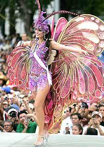 Miss Brasil desfila em fantasia de Carnaval no México