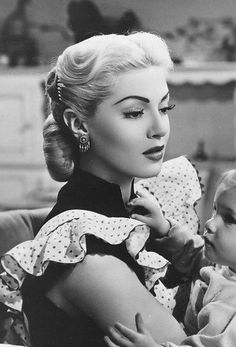 Beautiful Lana Turner Perfect Hair Style - Few stars of the and were as glamorous as Lana Turner. To me, Lana topped the list of H - Vintage Hollywood, Old Hollywood Stars, Old Hollywood Glamour, Classic Hollywood, Vintage Glamour, Look Vintage, Vintage Beauty, 50s Glamour, Lana Turner