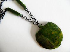 Vintage Spinach Green Marbled Bakelite Pendant Necklace
